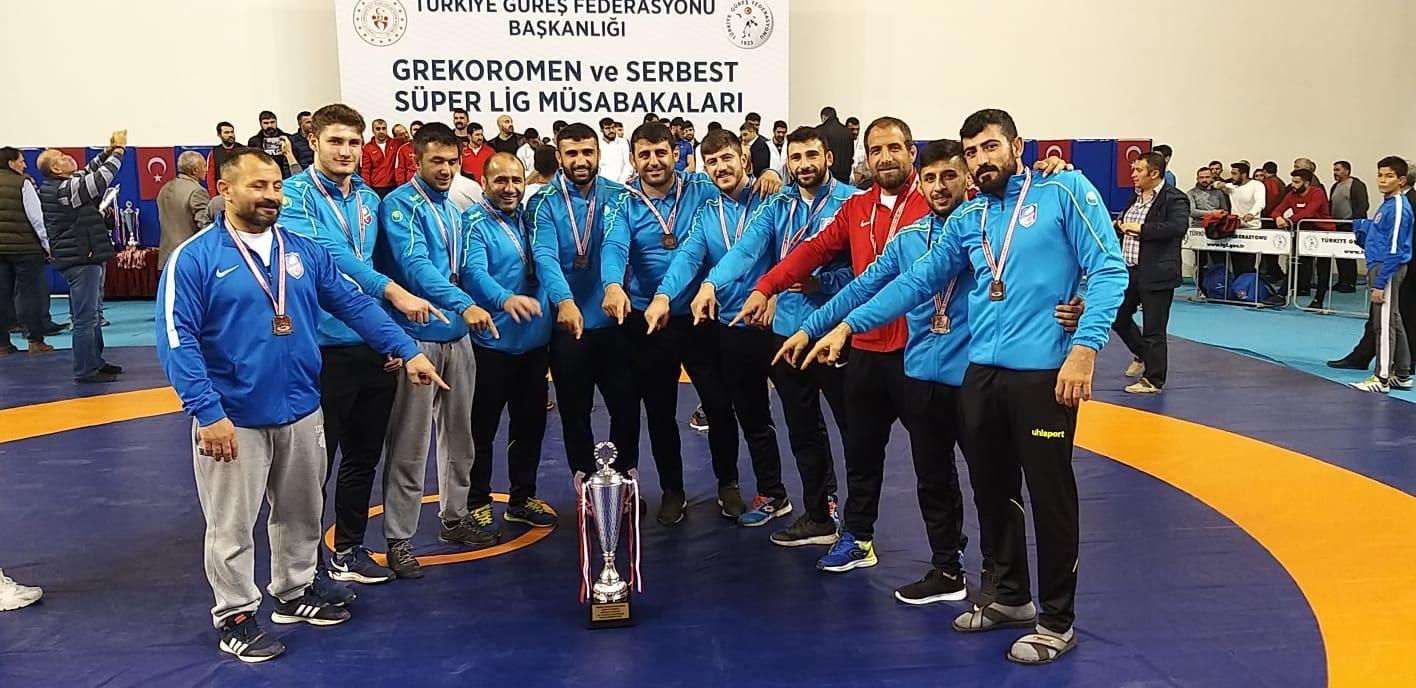 Büyükşehir Güreş'te Türkiye 3'üncüsü oldu