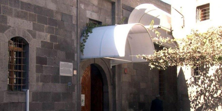 900 yıllık camiye büyük ayıp!