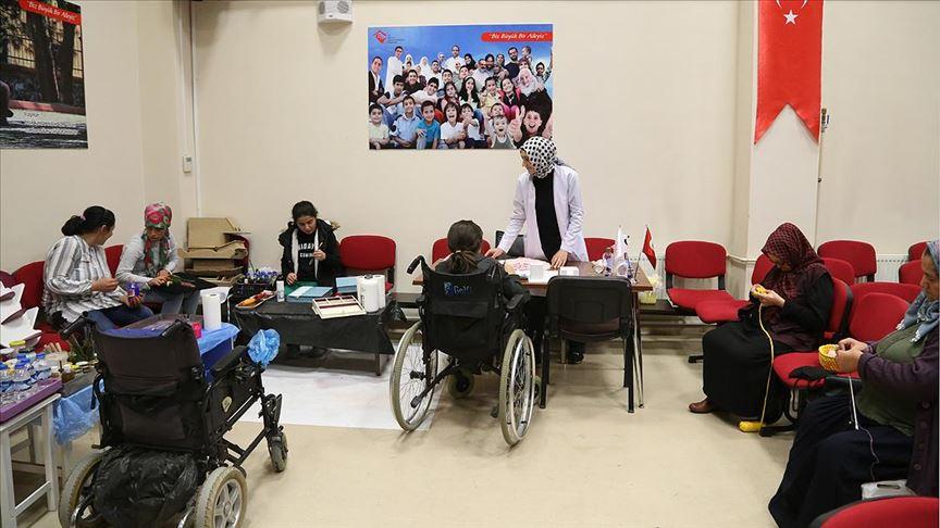 Devlet korumasındaki engelli kadınlar sanat ve sporla hayata tutunuyor