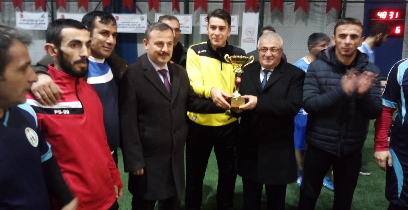 Pasinler'de Cumhuriyet Kupası sahibini buldu