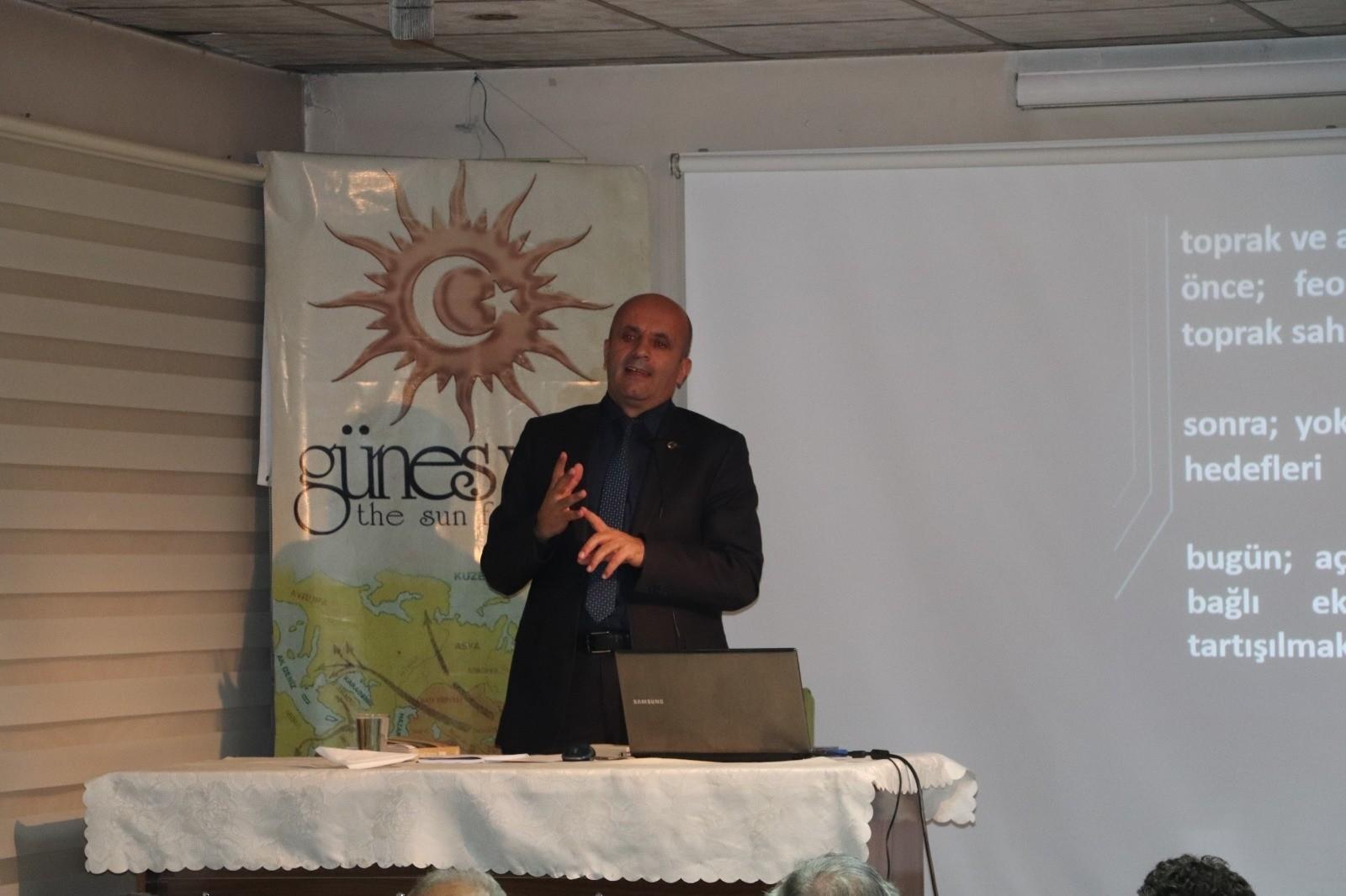 """Güneş Vakfı'nda """"Dünya Toprak Kaynakları ve Sorunları"""" konferansı"""