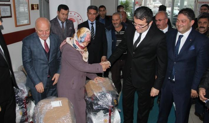 Erzurum'da 20 çiftçiye süt sağım makinesi dağıtıldı