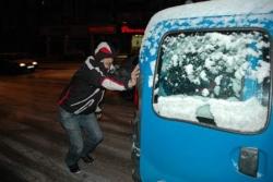 Erzurum'da kar hayatı dondurdu