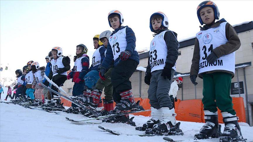 Geleceğin şampiyon kayakçıları Palandöken'de yetişiyor