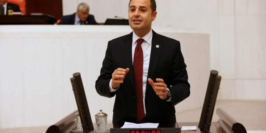 CHP Milletvekili Ahmet Akın trafik kazası geçirdi