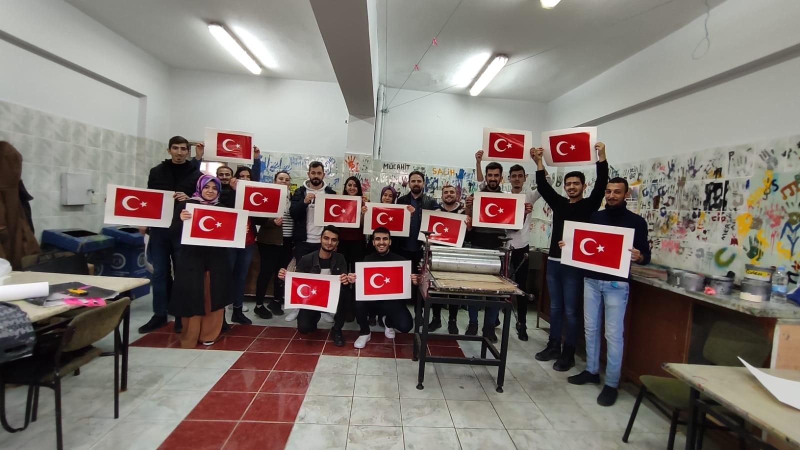 Öğrenciler bayrak yaptılar