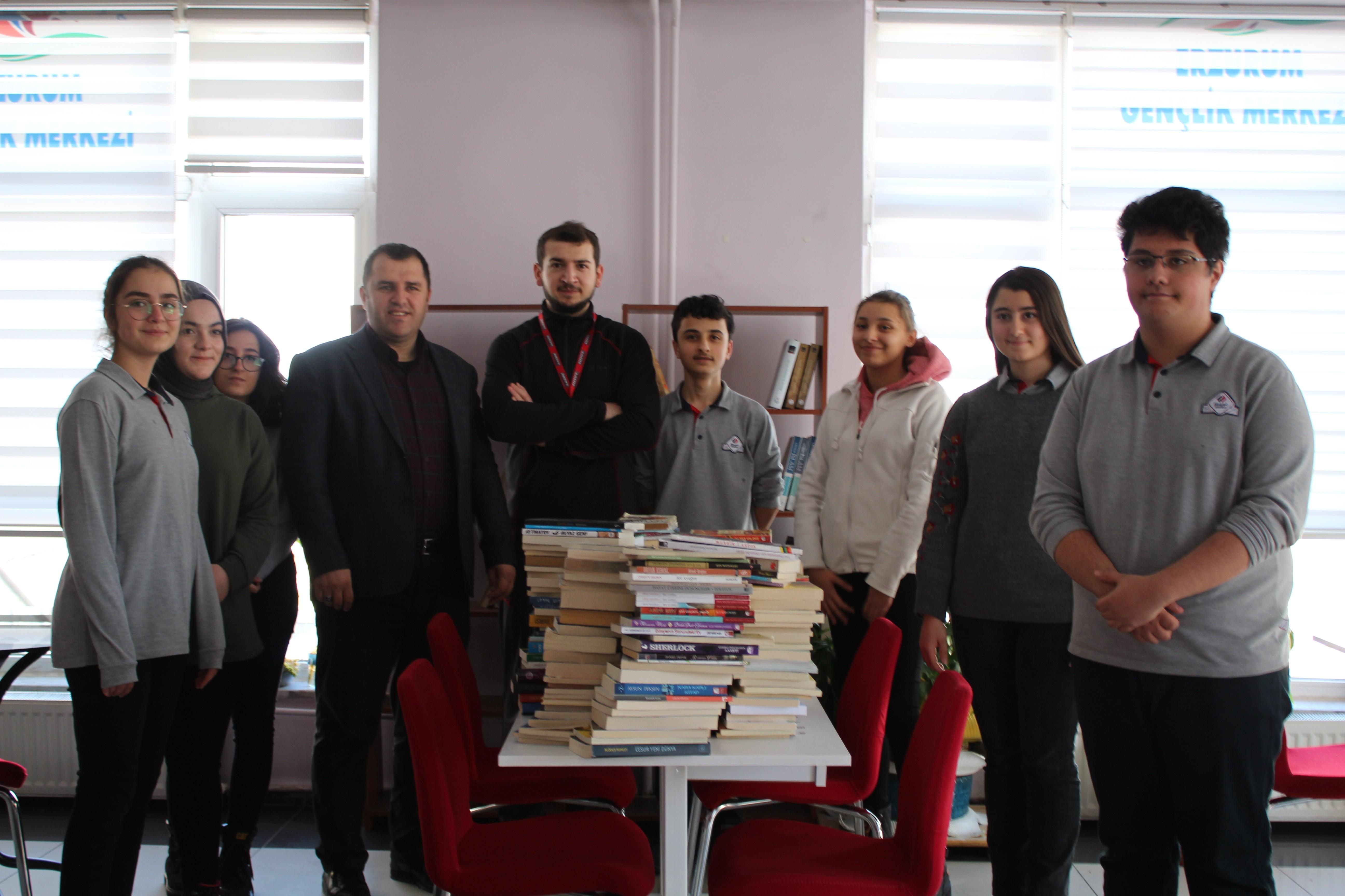 Erzurum'da 'Askıda Kitap Var' projesi