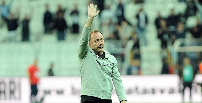 Beşiktaş teknik direktör Sergen Yalçın ile 1,5 yıllığına el sıkıştı