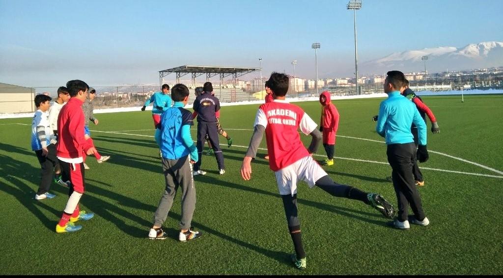 Aziziye Gençlik Merkezi Afganlı çocuklara kucak açtı