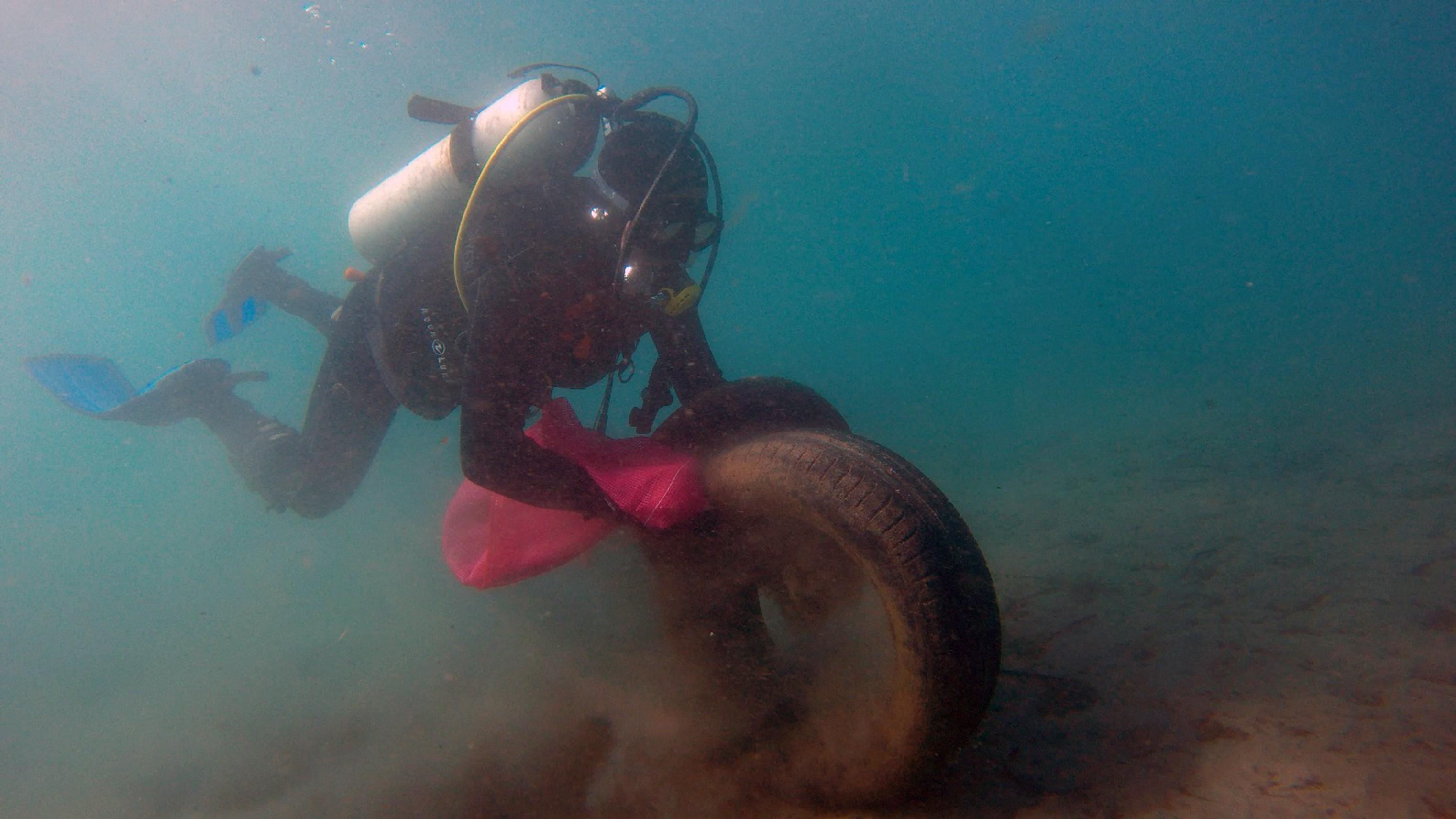 Bodrum'da deniz dibi ve sahil temizliği