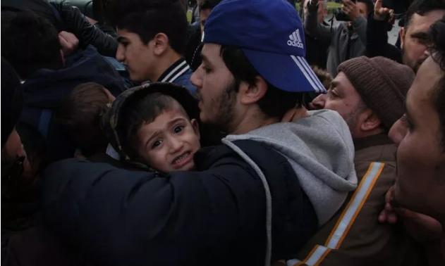 İl Göç İdaresi önünde mülteci izdihamı!