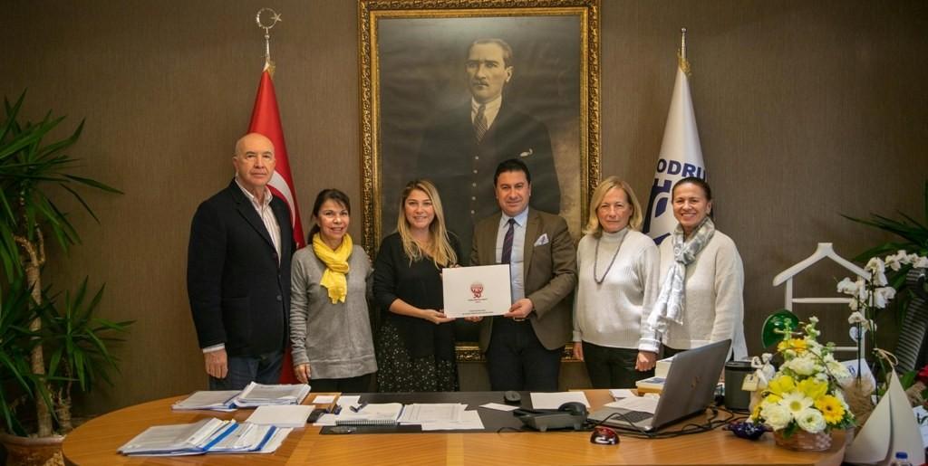 Bodrum Belediyesi 18 TEV bursiyerine destek oldu