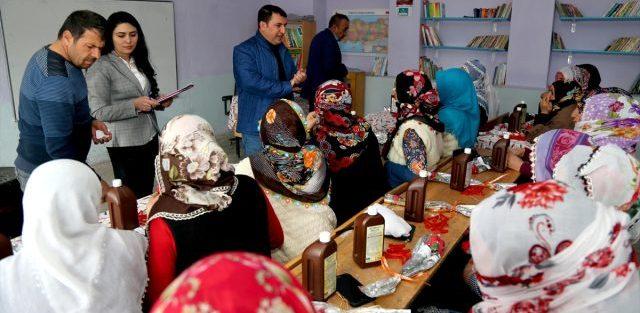 Oltulu kadın çiftçiler sertifika almak için sınavda ter döktü