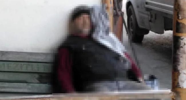 Başına bıçak saplayıp öldürdü, ardından sosyal medyada paylaştı