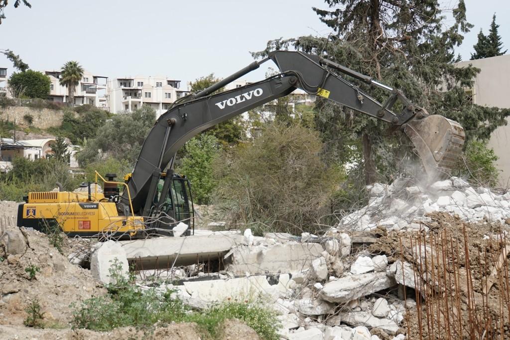 Kaçak yapılarda yıkım devam ediyor