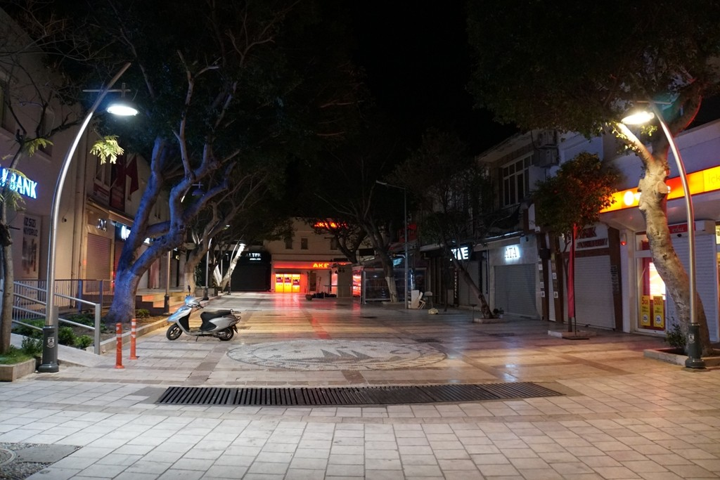 Bodrum sokakları karanlıktan kurtuldu