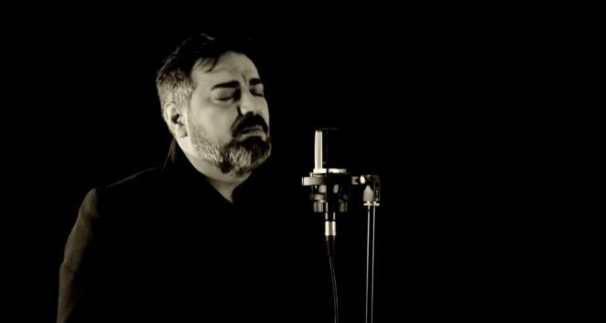 Sesini duyan Ahmet Kaya zannediyor