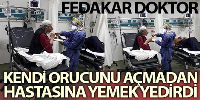 Erzurum'da Fedakar doktor kendi orucunu açmadan önce hastasına yemek yedirdi