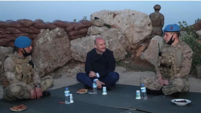 Süleyman Soylu Şırnak Namaz Dağı'nda askerlerle iftar yaptı, sosyal medyada gündem oldu