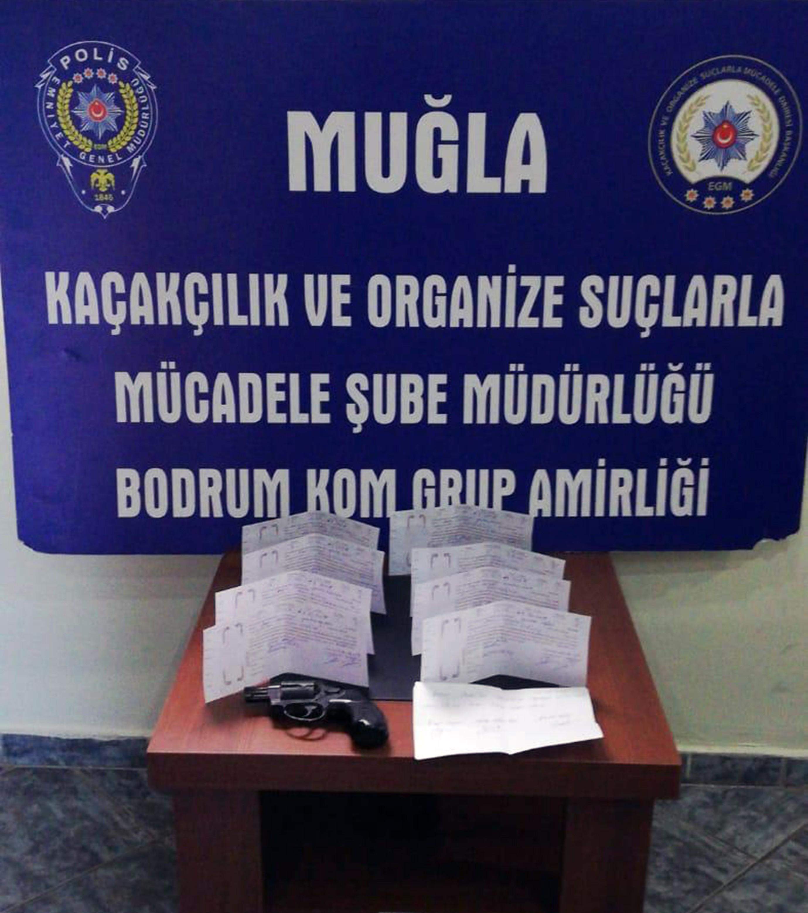 Bodrum'da tehditle senet imzalatan üç kişi yakalandı