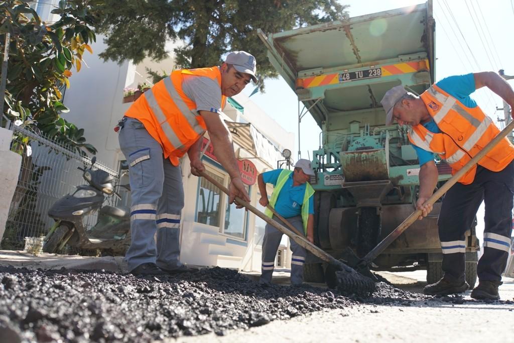 Bodrum'de belediye ekipleri Bitez'de çalışmalarını sürdürüyor