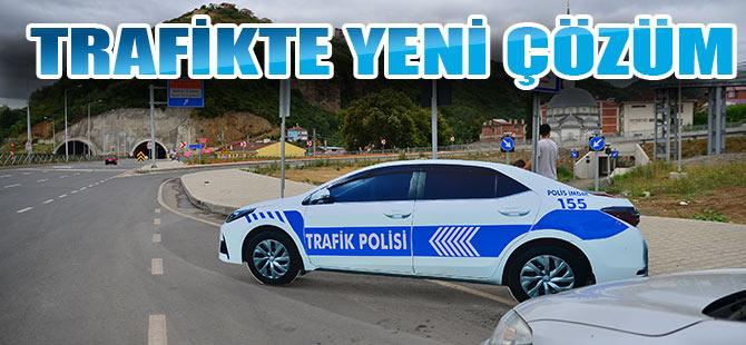 Kara yollarında maket trafik polisi dönemi