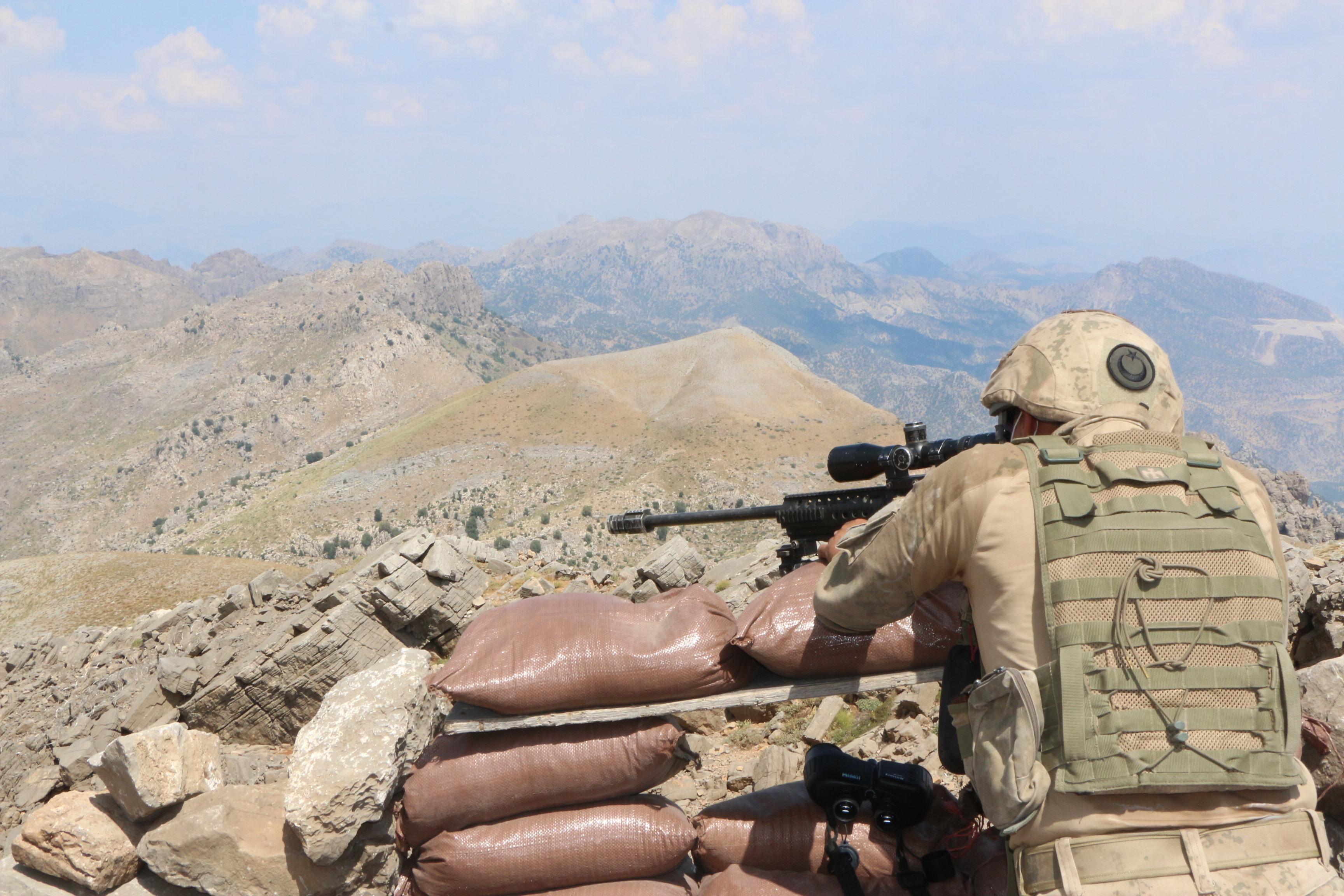 Cudi Dağı'nda nefes kesen operasyon! Mehmetçik kovalıyor teröristler kaçıyor