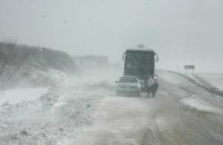 Kar Yine Yolları Kapadı