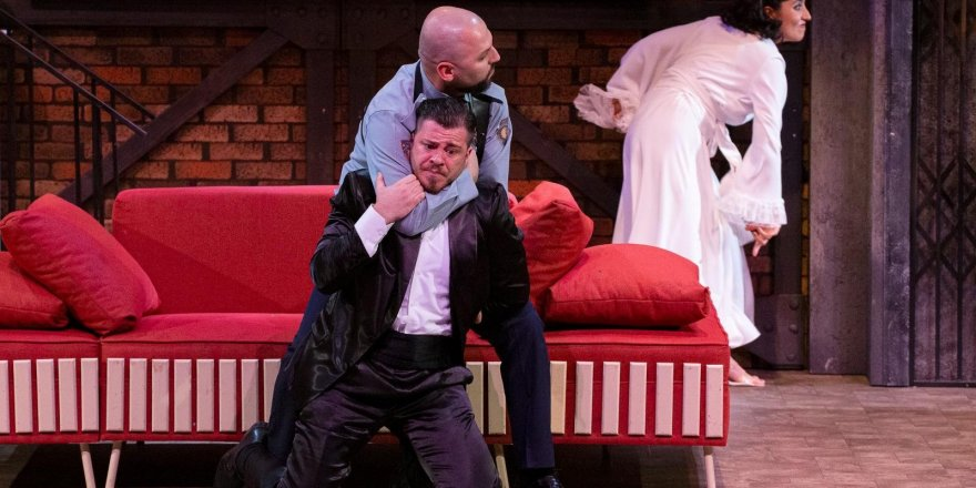 Erzurum Devlet Tiyatrosu 'Ölümcül Oyun' ile perde dedi