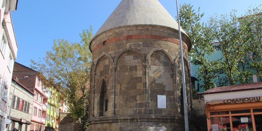 700 yıllık tarihi kümbet restore edildi