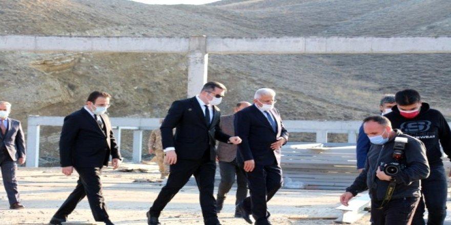 Vali Okay Memiş, Cağ Kebabı ve Et Entegre tesisi inşaatında incelemelerde bulundu