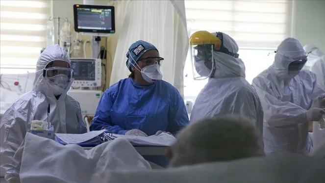 Türkiye'de koronavirüs kabusu sürüyor! Günlük ölü sayısında acı rekor