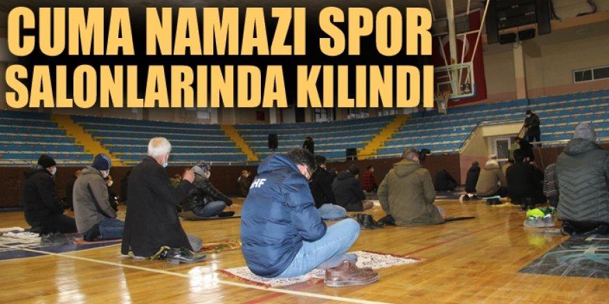 Erzurum'da cuma namazı spor salonlarında kılındı