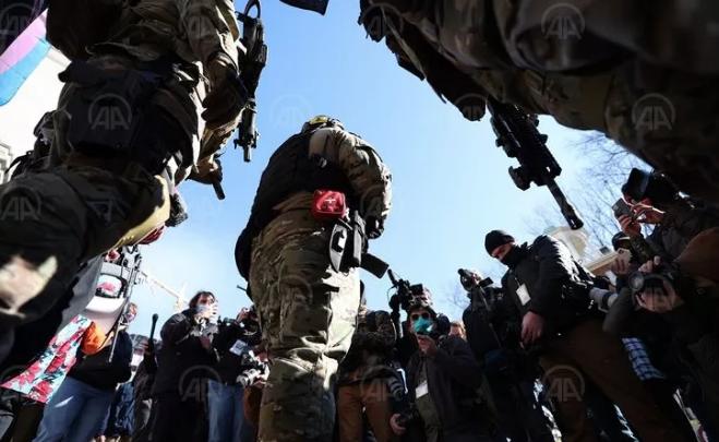 Amerika'da silahlı gruplar sokağa indi