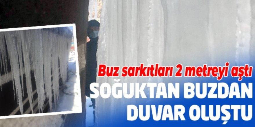 Erzurum'da soğuktan buzdan duvar oluştu Buz sarkıtları 2 metreyi aştı