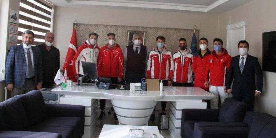 Kayakla Atlama Milli Takımı Genel Müdür Akbaş'ı ziyaret etti