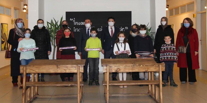 Milli Eğitim Müdürü Kaygusuz, başarılı öğrencileri ödüllendirdi