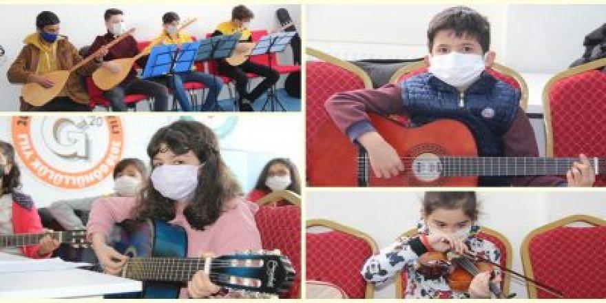 Pandemi Stresini Müzikle Atıyorlar