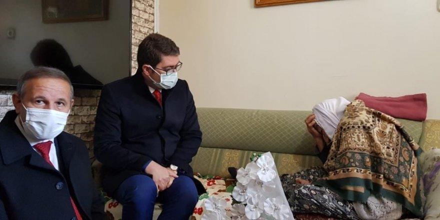 İlçe protokolünden 107 yaşındaki Dürdane nineye ziyaret
