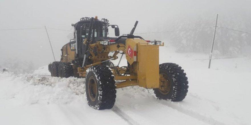 Erzurum ve Erzincan'da kar ve tipi nedeniyle 43 köy yolunda ulaşım sağlanamıyor