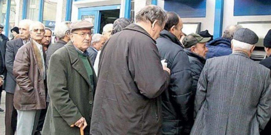 Emekliler 1.545 lira bayram ikramiyesi istedi