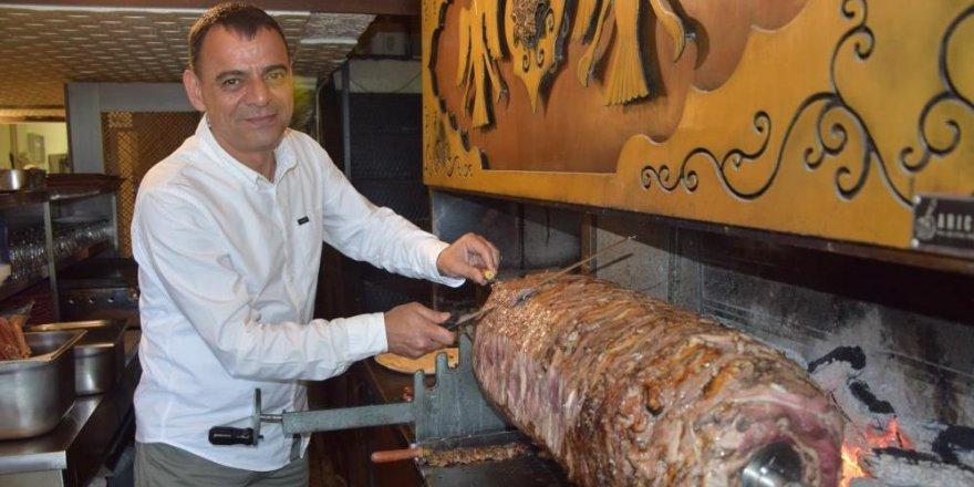 Bankacıyken hobi olarak başladı, Antalyalıları cağ kebabı lezzetiyle buluşturdu