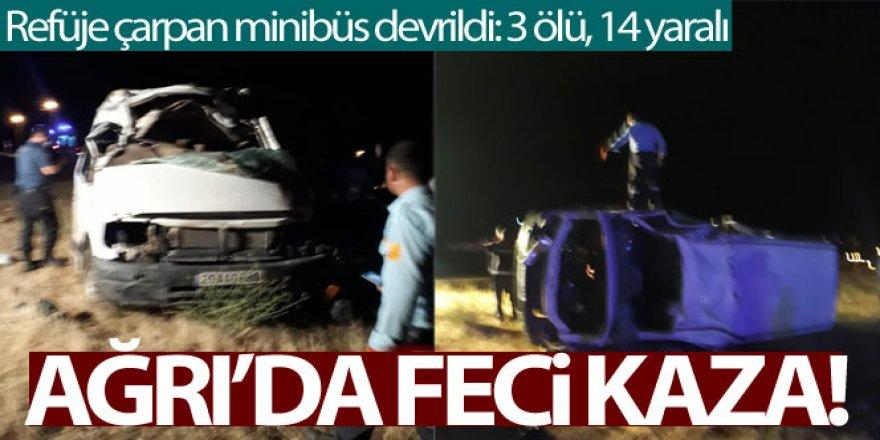 Ağrı'da refüje çarpan minibüs devrildi: 3 ölü, 14 yaralı