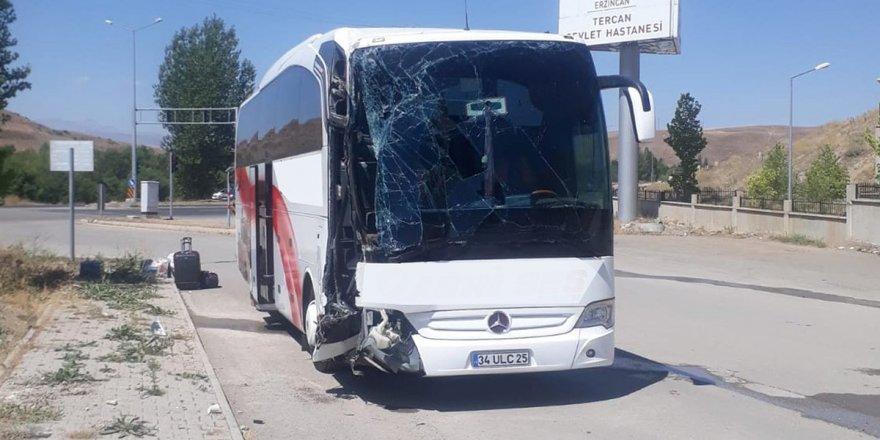 Tercan'da trafik kazası: 26 hafif yaralı