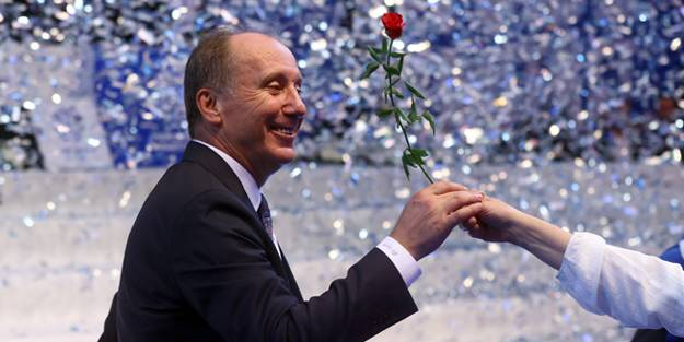Erzurum İl başkanı, bayrak açtı