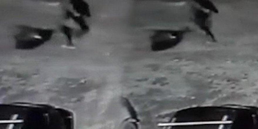 Başını kestiği kadının cesedini boş araziye attı