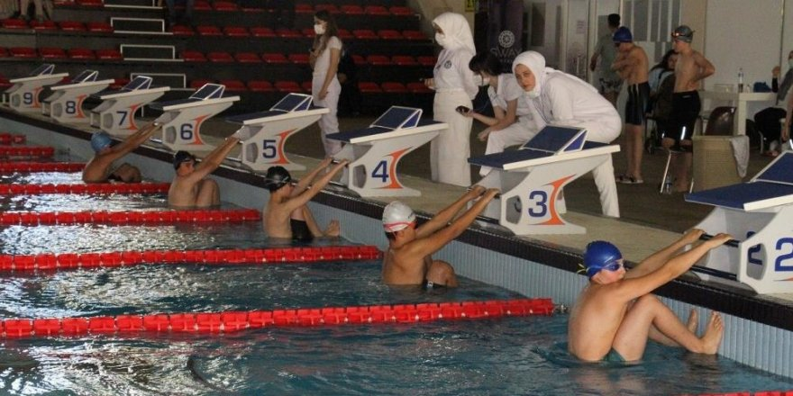 'Palandöken Yüzme Yarışları' nefes kesti