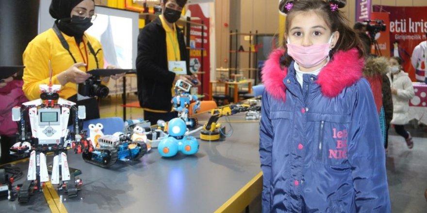 Minikler 'Bilim Erzurum' ile geleceğe hazırlanıyor