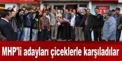 MHP'li adayları çiceklerle karşıladılar