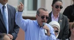 Menderes ve Mursi'li manşetlere cevap